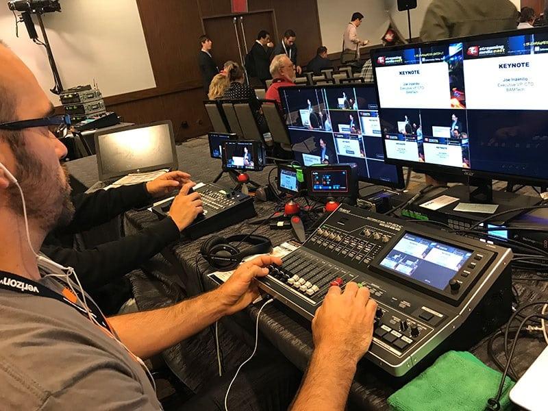 Servizi Tecnici Live Streaming Webinar Webcast Allestimento attrezzature Audio-Video in Sala Evento. Videoconferenza Interpreti on line